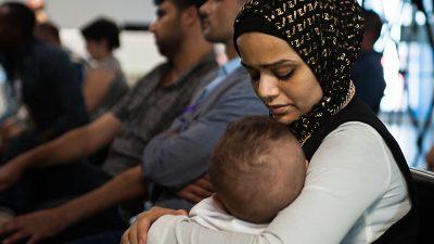 00170829_fiumicino_corridoi_umanitari_arrivo_rifugiati_siriani_8xmillechiesavaldese_santegidio_marcellovaleri_piuculture_13